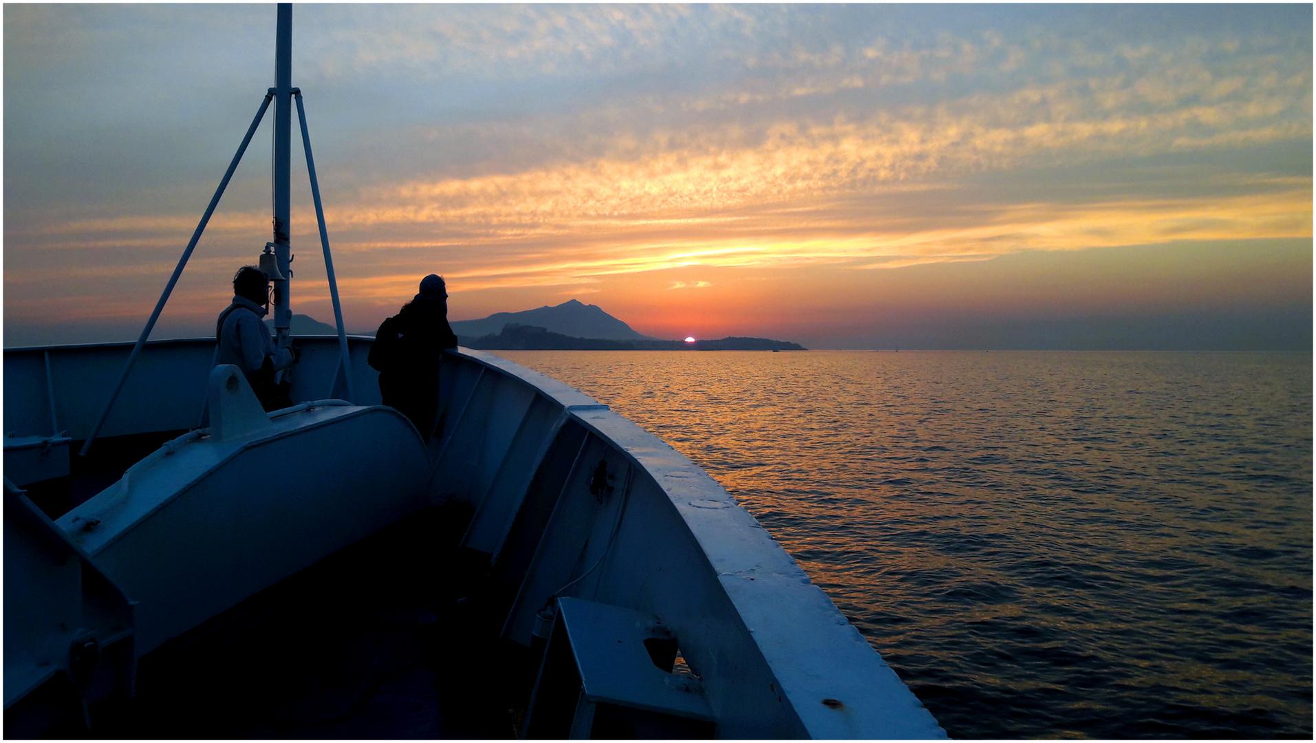 Wenn In Capri Die Rote Sonne Im Meer Versinkt