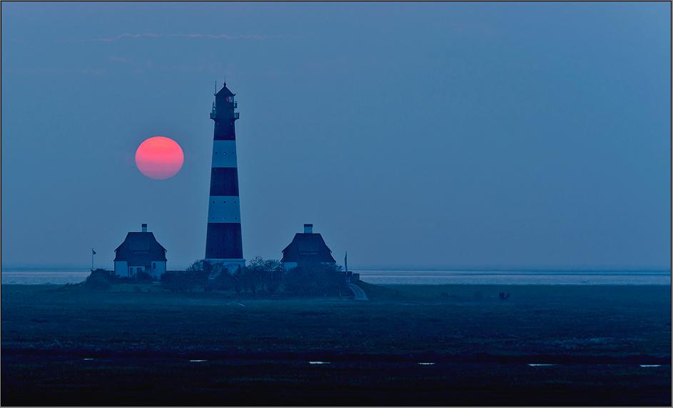 wenn beim leuchtturm die rote sonne