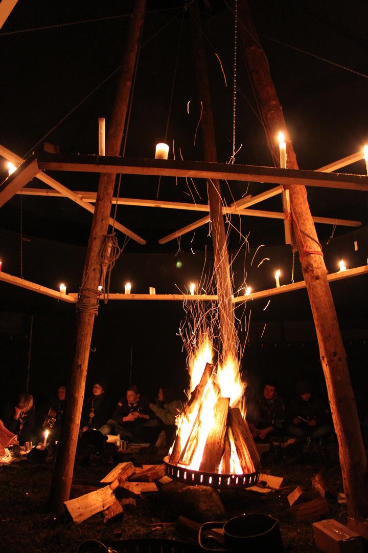 """""""Wenn der Abend naht ganz sacht und leis, finden wir uns ein im Feuerkreis"""""""