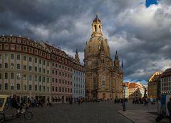 Wenn der Himmel Lichtregie führt.  (Frauenkirche in Dresden) #1.603##