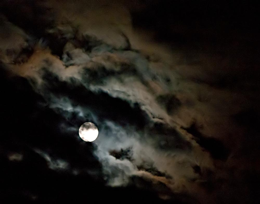 wenn der Mond die Wolken färbt