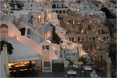 Wenn es Nacht wird in Santorini