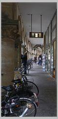 Wenn es regnet in Münster dann suchen auch die Räder Schutz unter den Arkaden