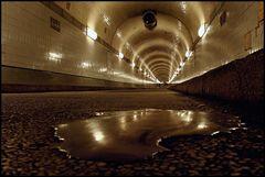 ...wenn in Tunnels was auf dem Boden liegt....wird es von mir fotografiert.