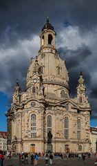 Wenn Natur und Glauben zusammenstößt. -die Frauenkirche in Dresden-