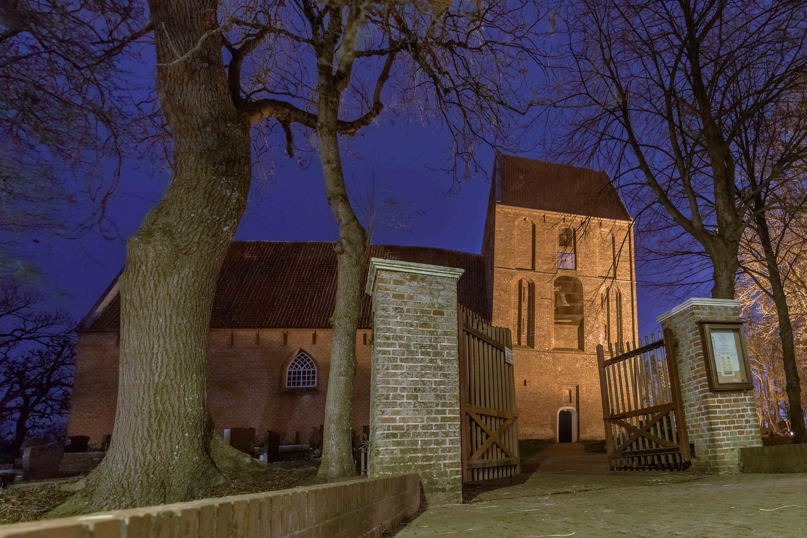 Wer hat den schiefsten Kirchturm? Pisa oder Suurhusen