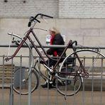 Wer in Bremen sein Fahrrad anschließt, kann sicher sein, daß zumindest der Rahmen nicht geklaut wird