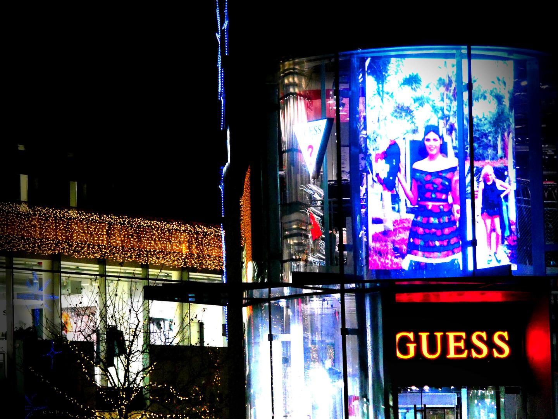 Werbung, Lichter, Abendstimmung, Shoppingmeile