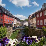 Werther Straße in Bad Münstereifel mit historischen Häusern und Erftbrücken