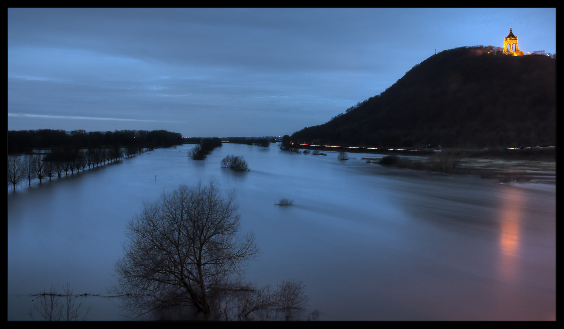 Weser bei Porta Westfalica während des Hochwasser