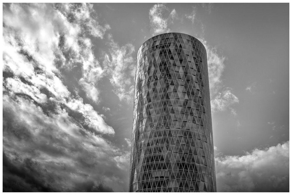 Westhafen Tower - Frankfurt Mainufer