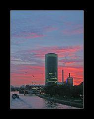 Westhafentower am Ma