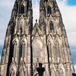 Westseite Kölner Dom bei Tag