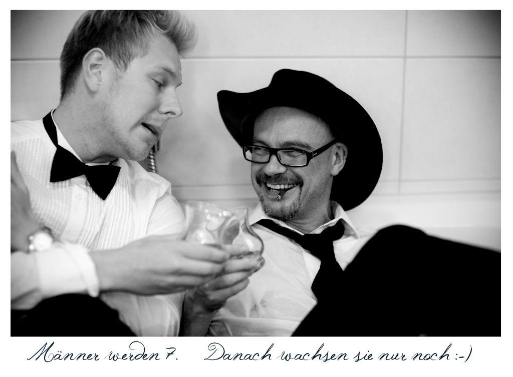 Whiskey And Cigars Foto Bild Männer Badewanne Spassbild Bilder