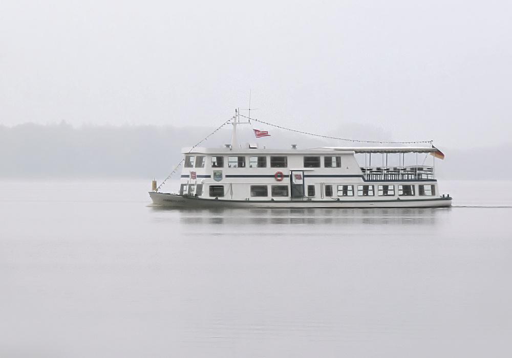 White ship, white fog