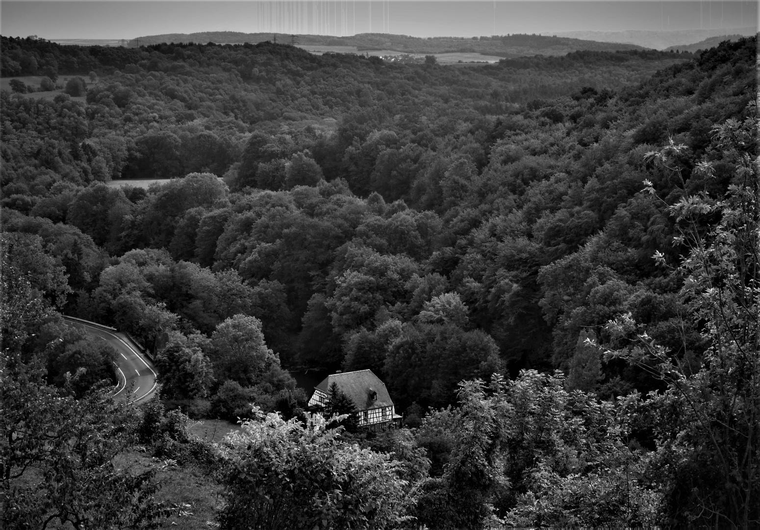 Wie dazumal - Einsam im Tal gelegenes Fachwerkhaus