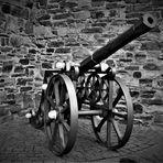 Wie dazumal - Kanone am Ahrtor in Ahrweiler