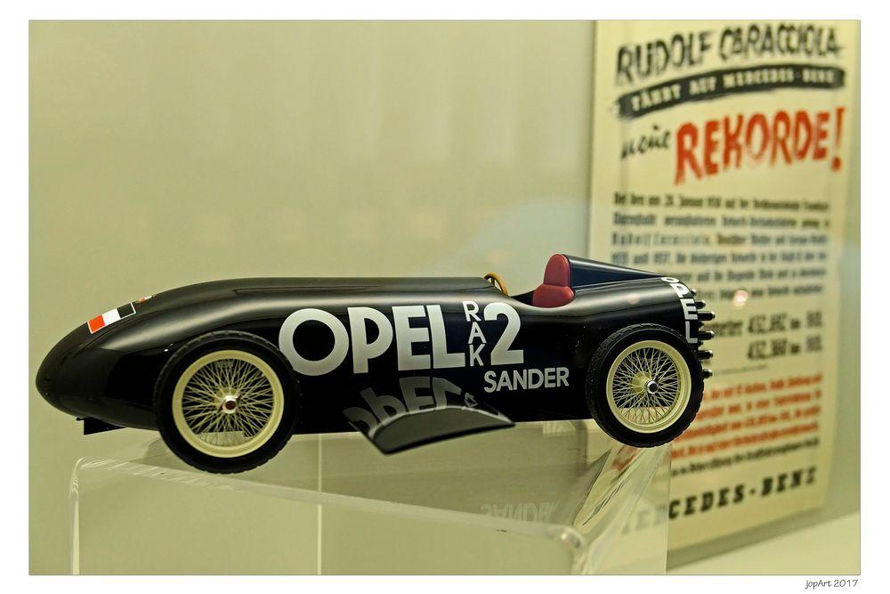 Wie Dazumal: Opel vs. Mercedes...