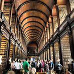 Wie Dazumal stehen die alten Bücher im Trinity College Dublin...