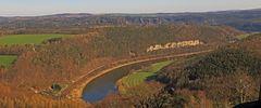 Wie ein großes Fragezeichen mit drei Bögen präsentiert sich die Elbe...