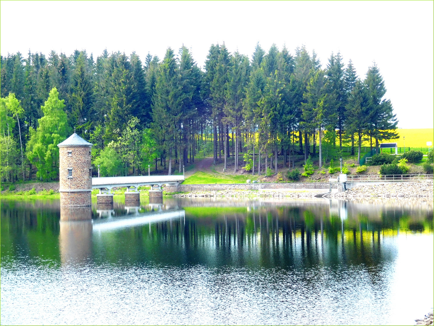 wie gemalt...Wasserturm der Talsperre Cranzahl