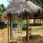 Wie kommt die Telefonzelle zu den Embera-Indianer? (How does the Telefonbox come to the Emberas?)