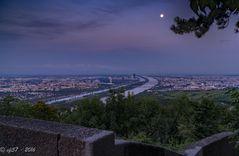 Wien mit Mond