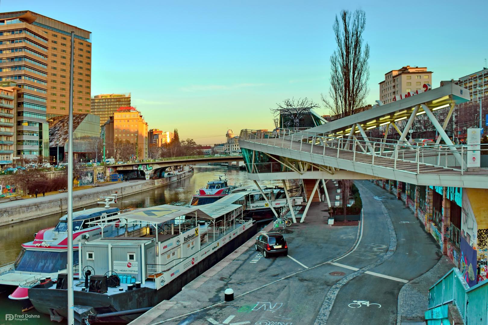 Wiener Hafen: der größte öffentliche Donauhafen Foto