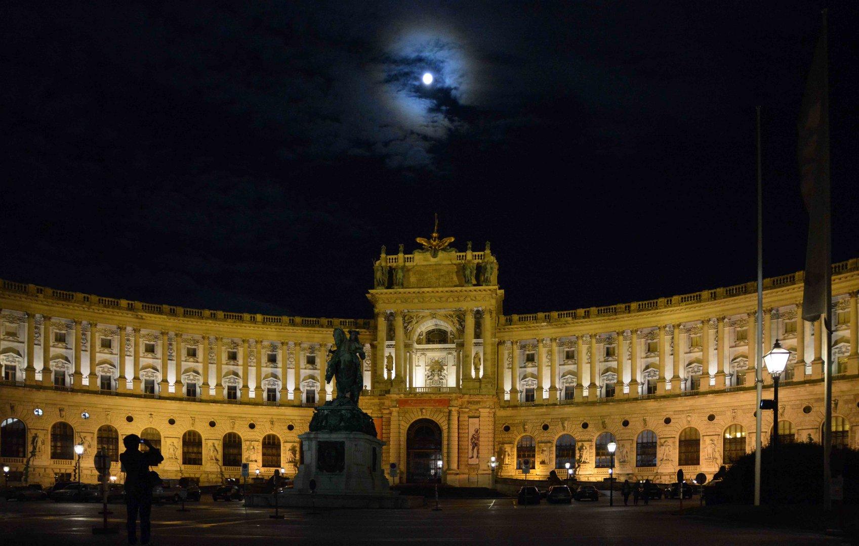 Wiener Hofburg mit Vollmond