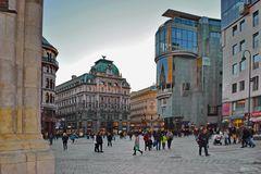Wiener Stephansplatz, Haas-Haus mit Spiegelung vom Dom