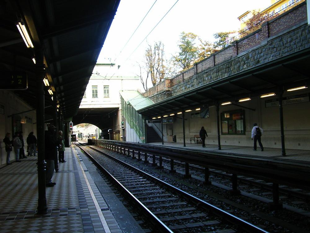 Wiener U-Bahnhaltestelle U6 Burggasse, Richtung Innenstadt
