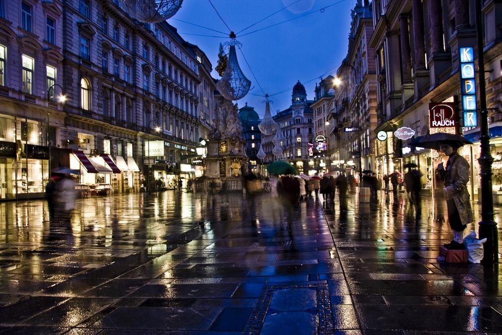 Wiens Einkaufsstraße kurz vor Ladenschluss