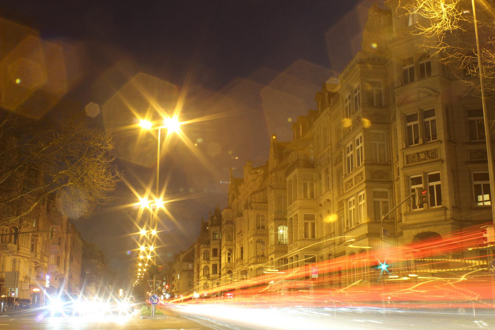 Wiesbaden_Schiersteiner Straße bei Nacht