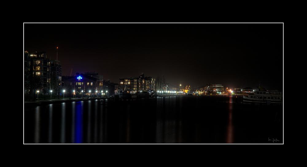 Wilhelmshaven bei Nacht ...