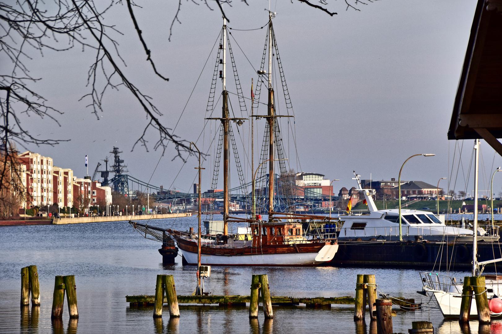 Wilhelmshaven - Blick zur Kaiser-Wilhelm-Brücke