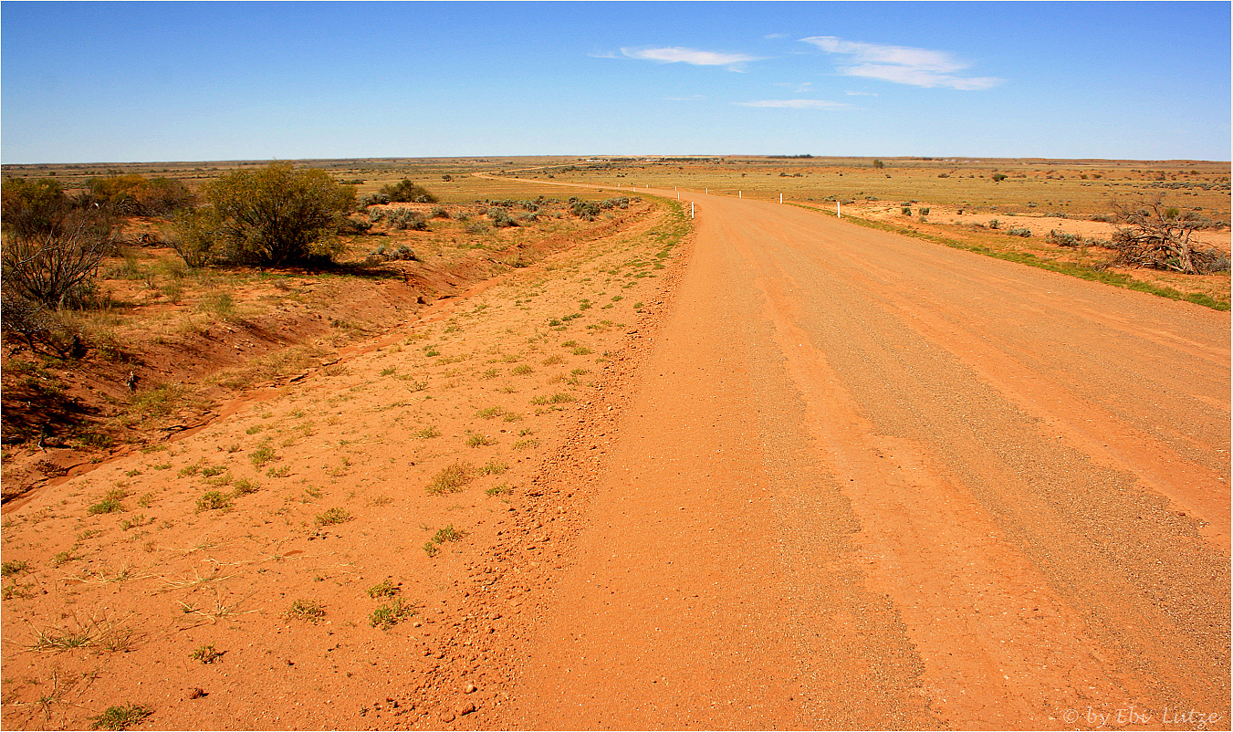 *** William Creek in the distance / the Oodnadatta Track after grating ***