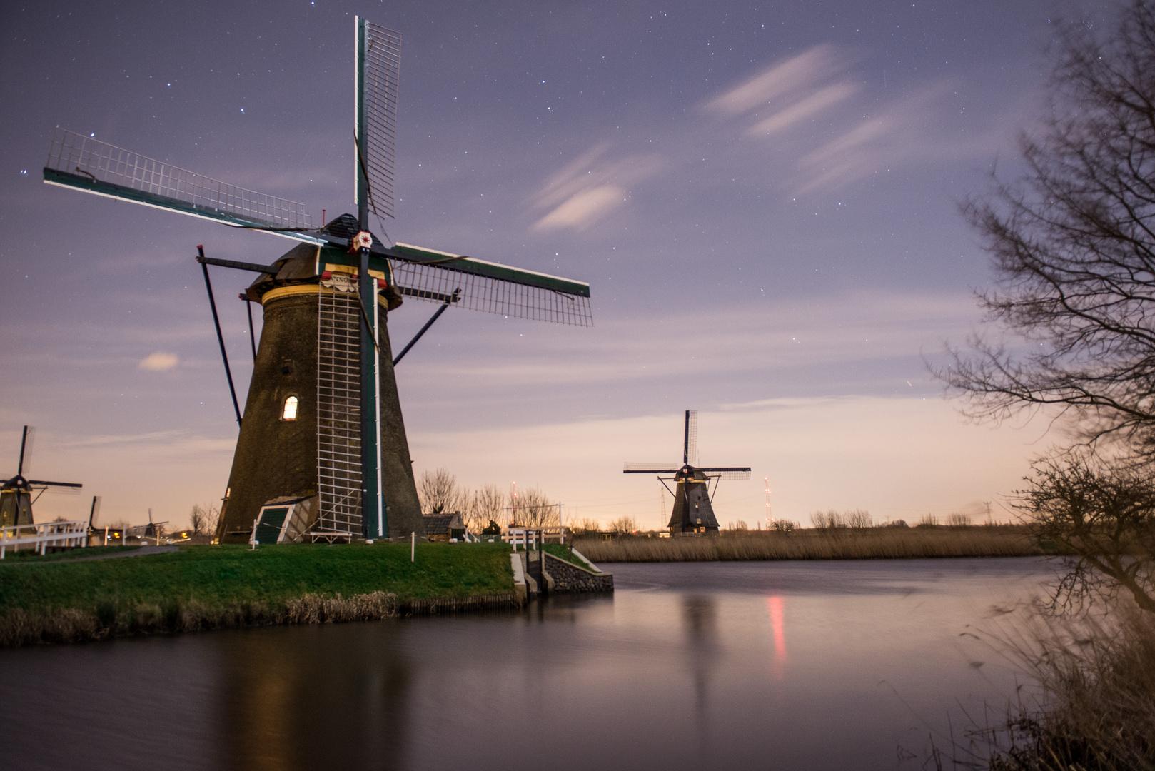 Windmühle bei Nacht
