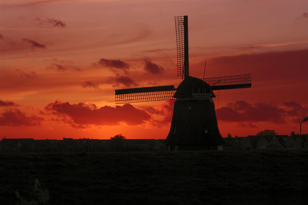 Windmühle im Abendrot