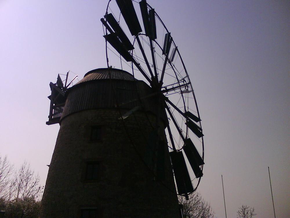 Windmühle im Schatten