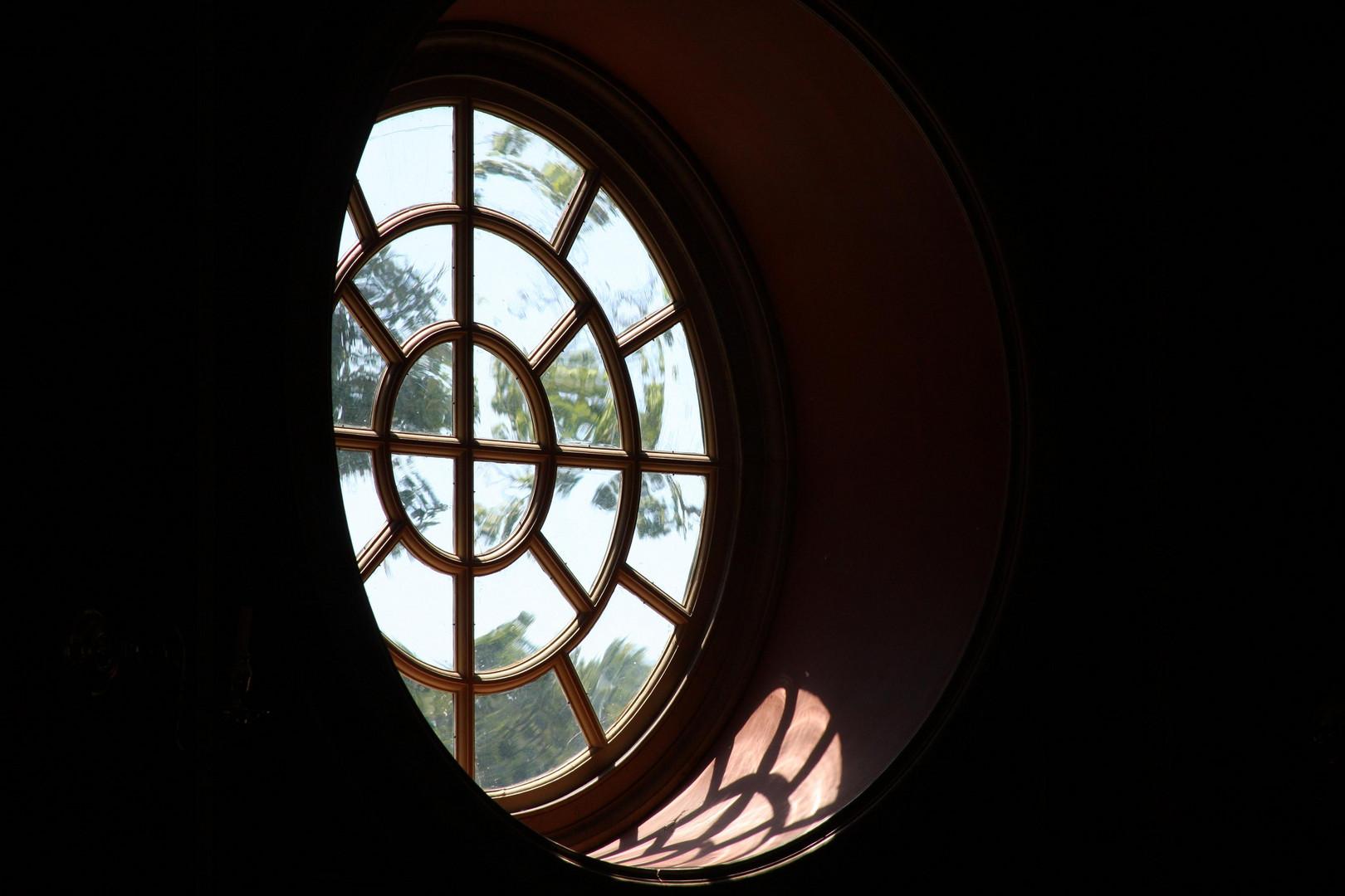 Window Colonial Williamsburg.