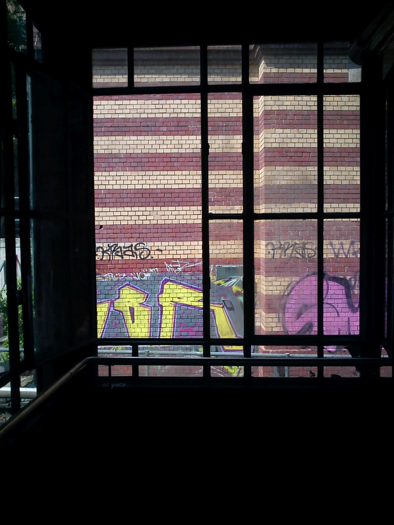 window of graffitty