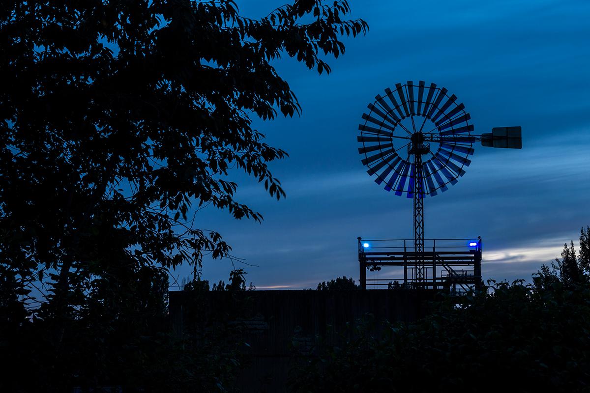 Windrad blaue Stunde