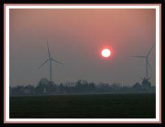 Windräder am Dorf