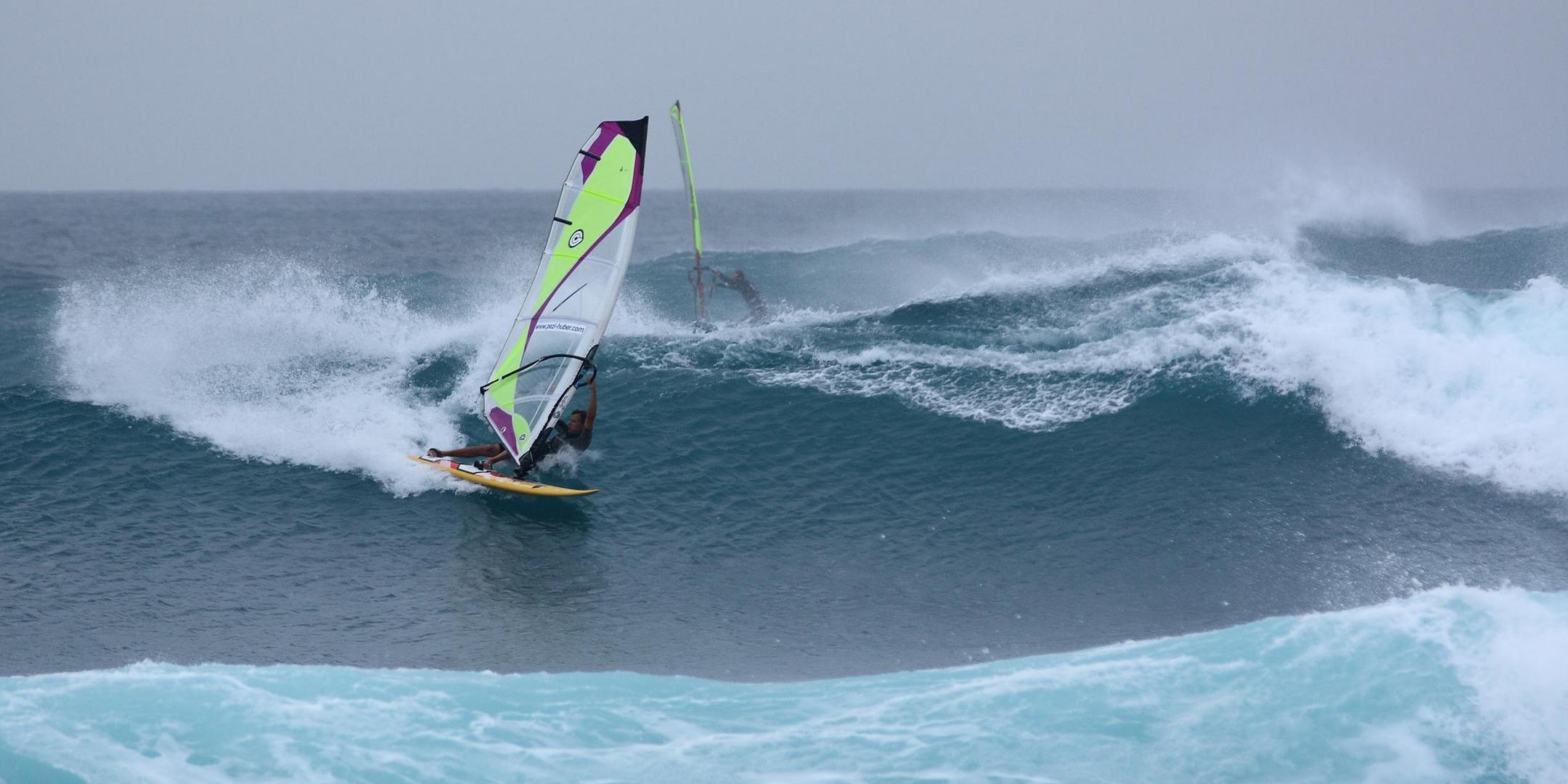Windsurfer bei Ponta Preta auf Sal, Kapverden am 4. Januar 2010