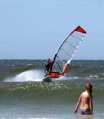 Windsurfer und ein Mädel