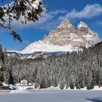 Winter am Misurinasee mit Blick auf den markantesten Gebirgsstock der Sextener Dolomiten,...