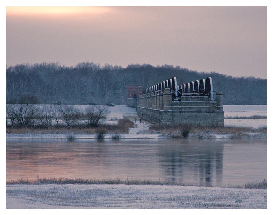 Winter an der Dömitzer Eisenbahnbrücke