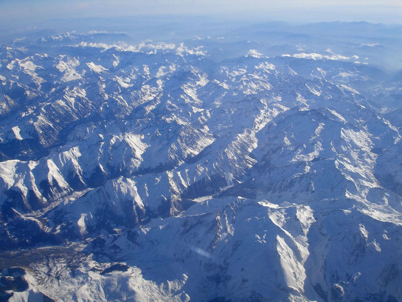 Winter im Hochgebirge, aus der Luft betrachtet (1) - Die Pyrenäen