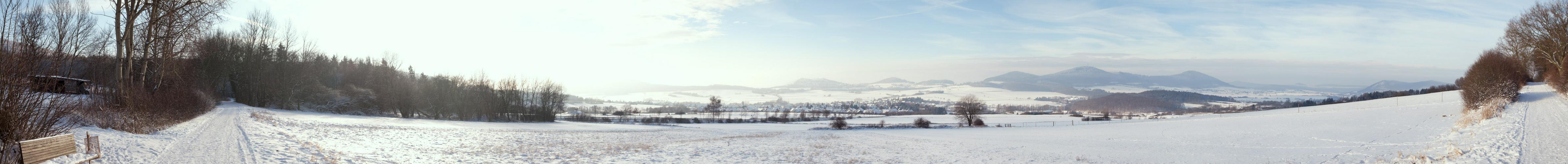 Winter-Panorama über dem Warmetal
