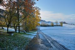 Winter trifft auf Herbst